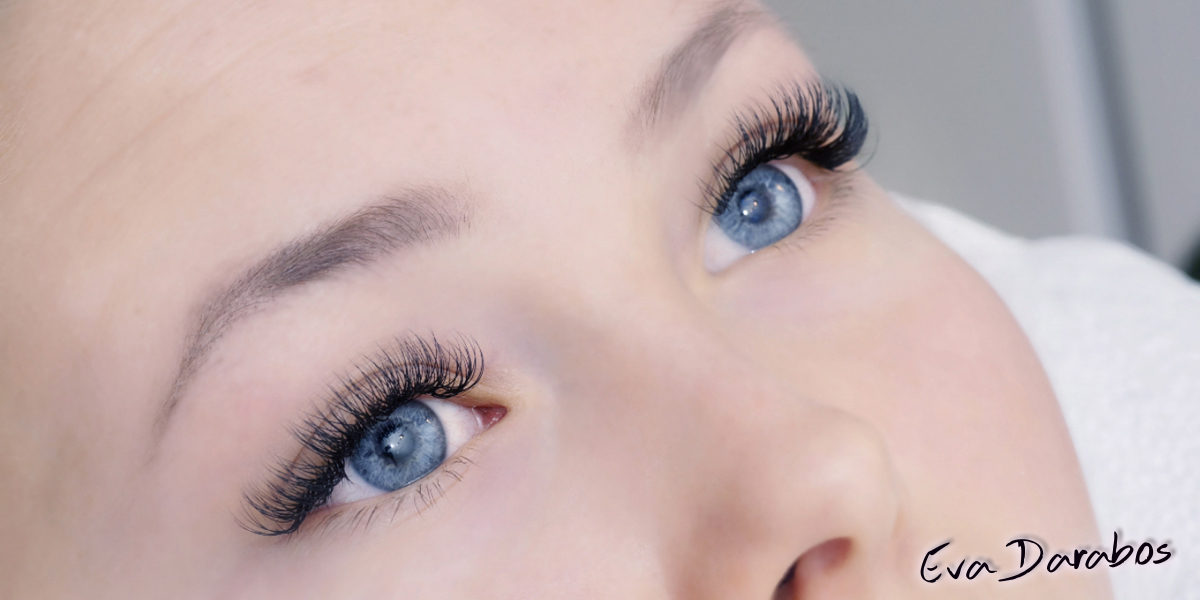197bb0a3cf2 apply 2 false lashes to 1 natural lash. Use thin and light mink lashes to  avoid to be too heavy and unhealthy for natural lashes.
