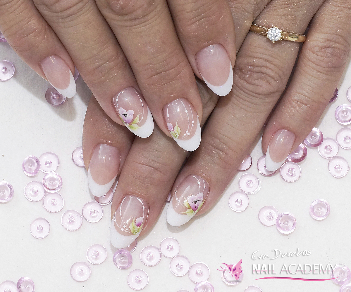 French almond shape nails - Eva Darabos